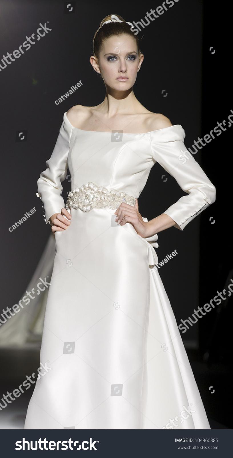 Project Runway Arabia >> Barcelona - May 10: A Model Walks On The Franc Sarabia Catwalk During The Barcelona Bridal Week ...