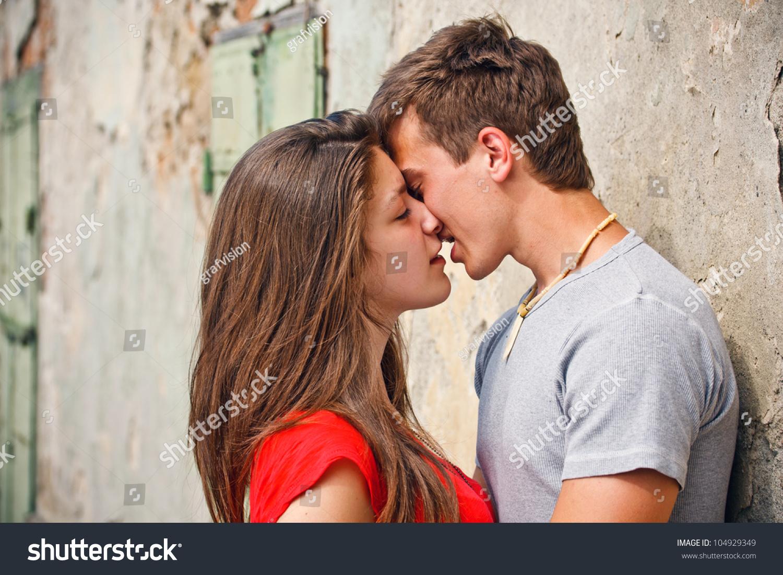 Как сделать так чтобы парень поцеловал тебя на первом свидании