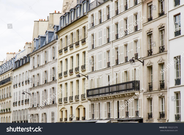 Typical parisian architecture downtown paris france for Architecture parisienne