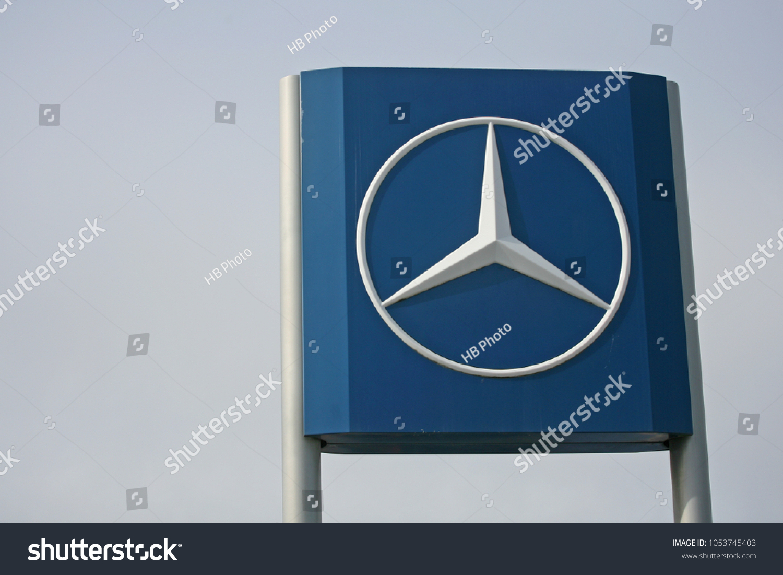 Hamburg Germany March 2018 Mercedes Star Stock Photo Edit Now