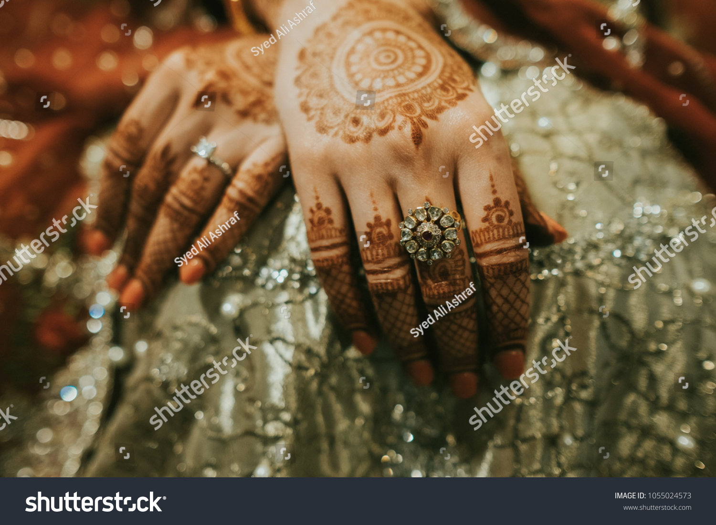 Mehndi Hands Powerpoint : Pakistani indian bridal showing mehndi design stock photo royalty