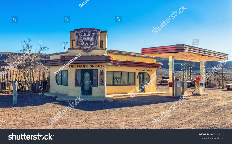 Warzazat Morocco 25032018 Abandoned Gas Station Editar Agora Foto Stock 1057164410