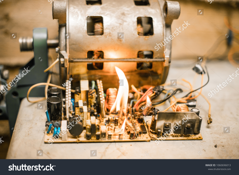 Enjoyable Short Circuit Burned Cable Fire Wiring Stockfoto Jetzt Bearbeiten Wiring Digital Resources Antuskbiperorg