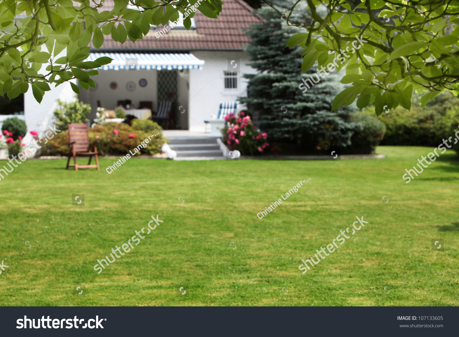 Small house beautiful garden small house stock photo for Garden house small