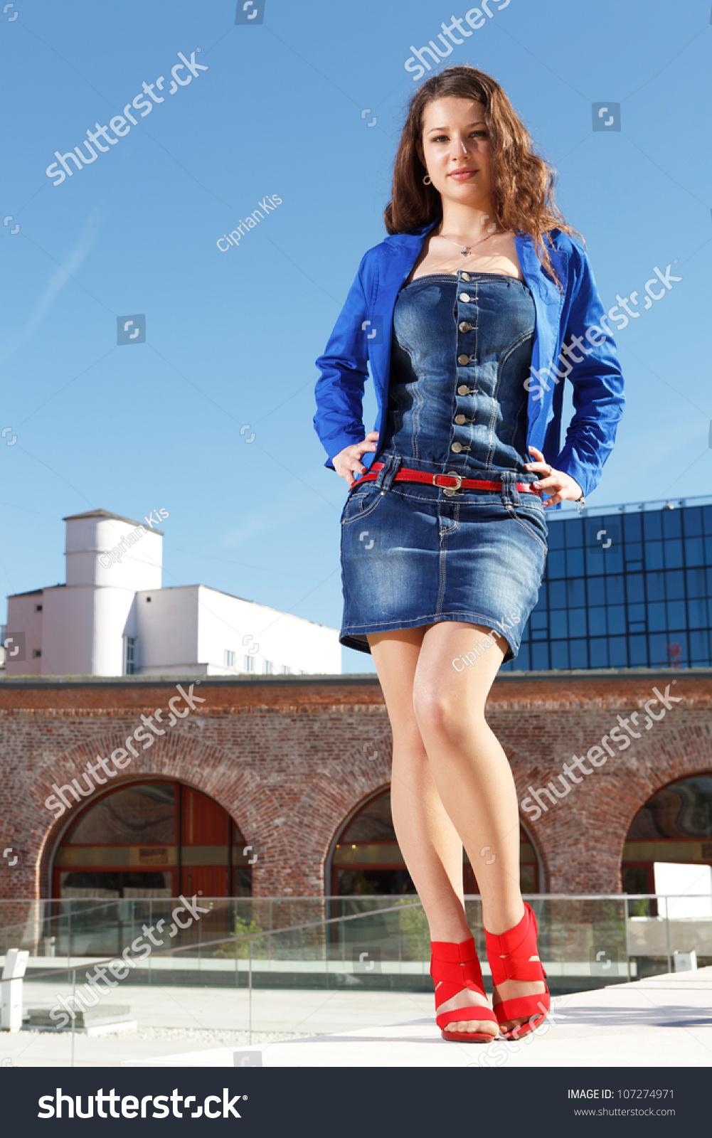 Girl wearing short skirt – Modern skirts blog for you
