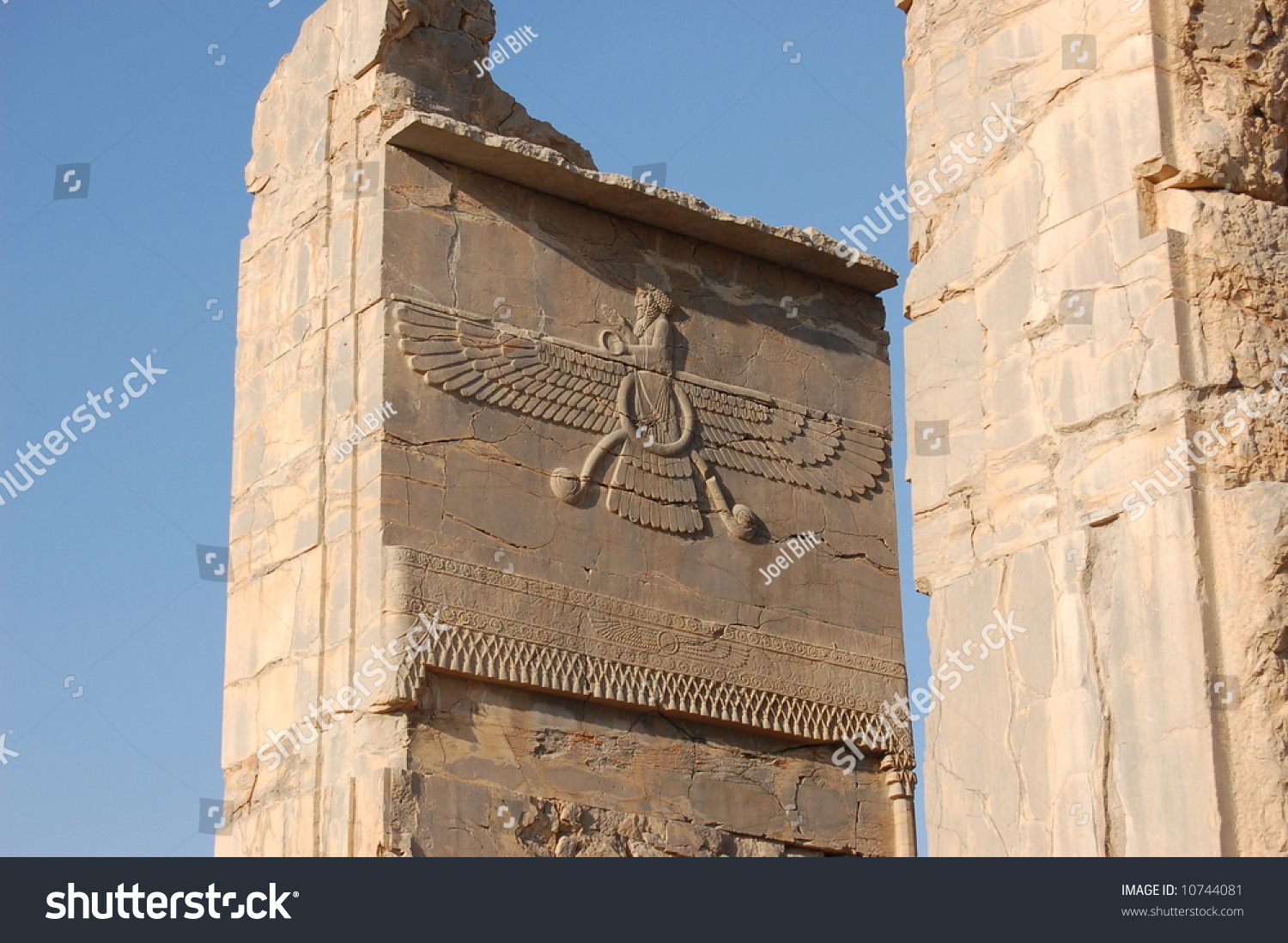 symbols in persepolis Persepolis: a story of a westernized culture olivia warren  while the tie is a symbol of the dreaded west, islam and the traditionalist men are against shaving .