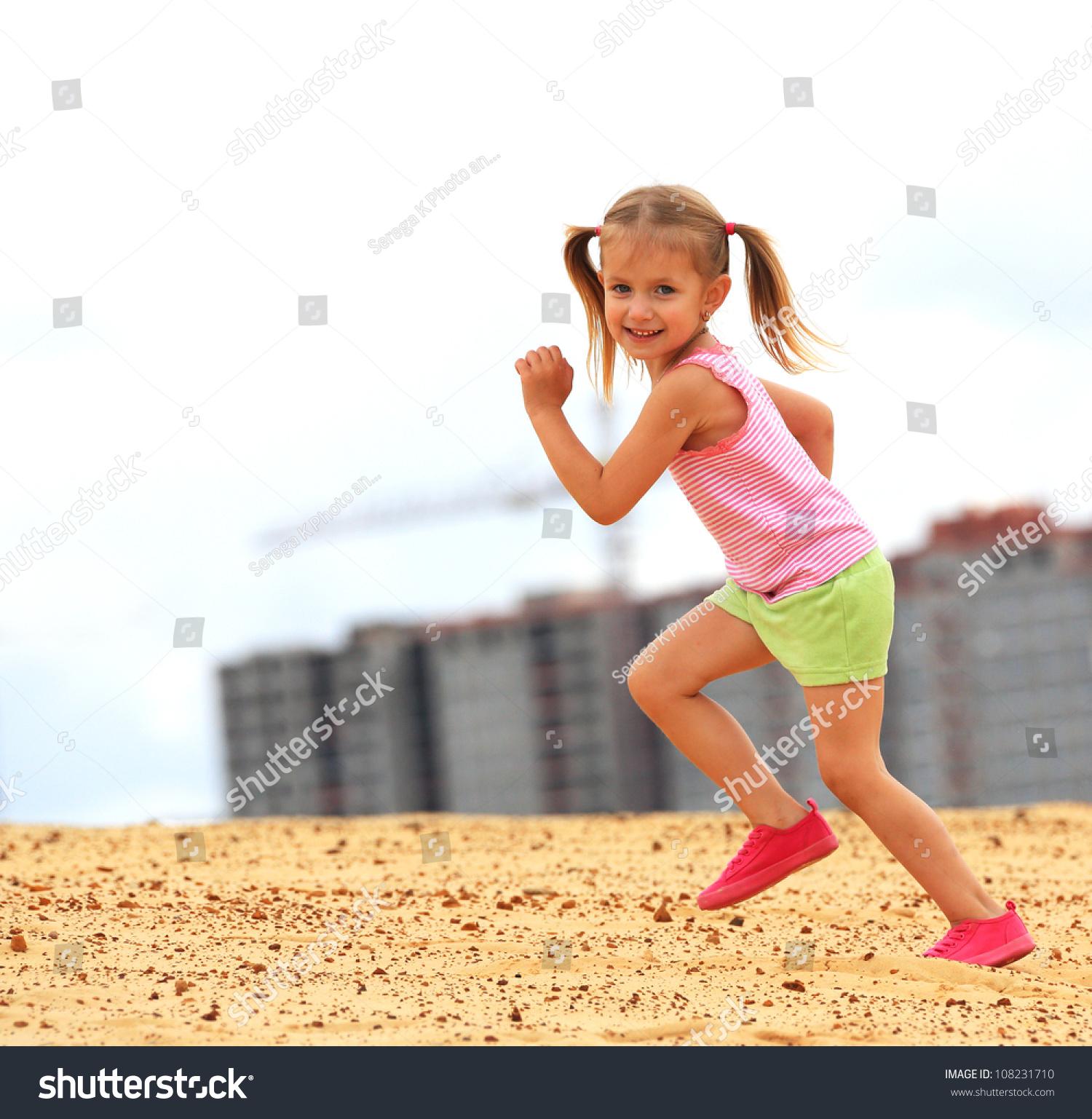 Funny Running Pictures Little Girl Little Girl Running Sa...