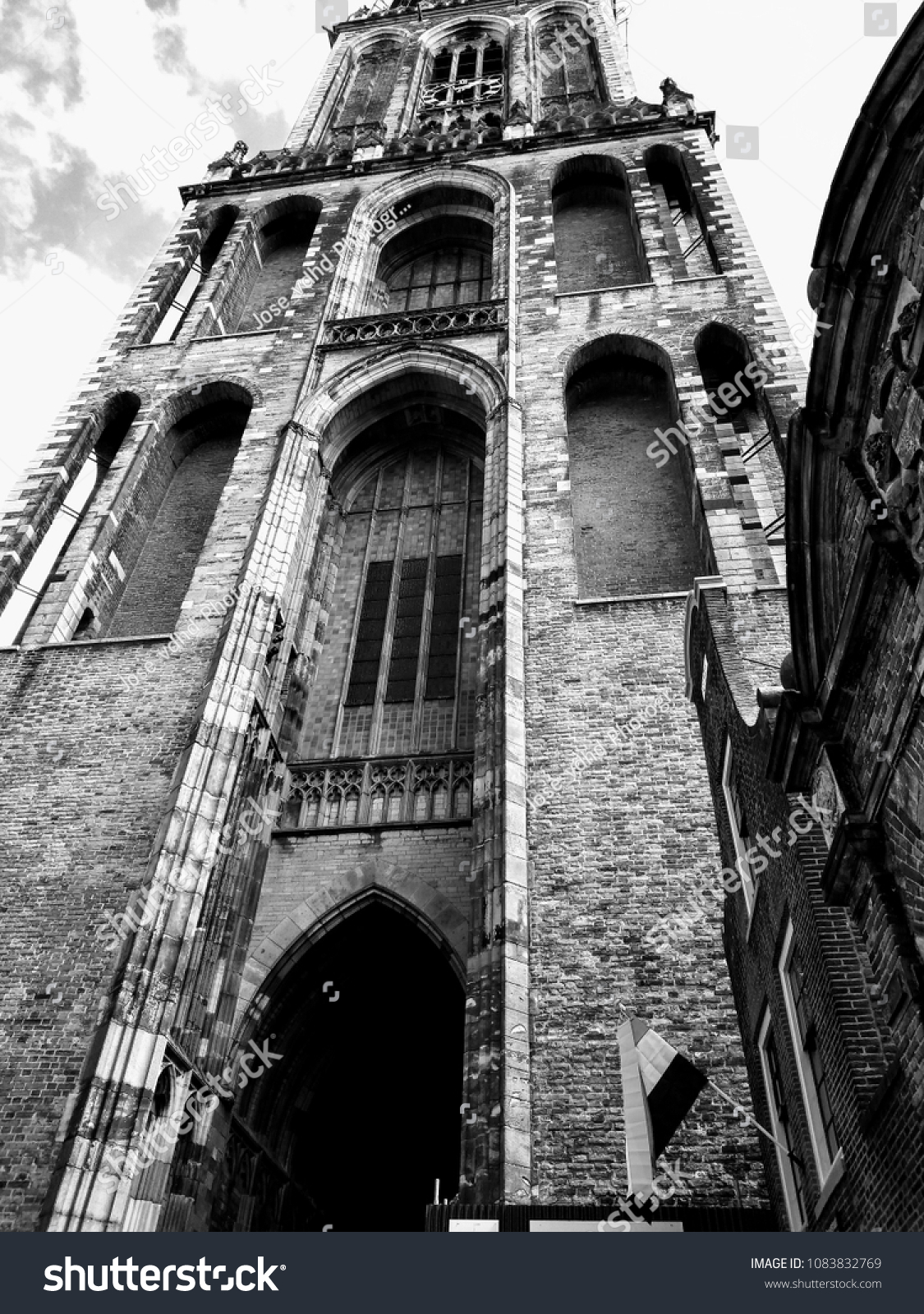 27 04 2018 domtoren tower church utrecht the netherlands black and white photo of view from below image