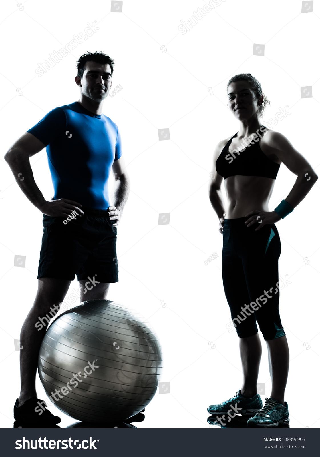 一个白人夫妇人女性私人教练教练锻炼健身球轮
