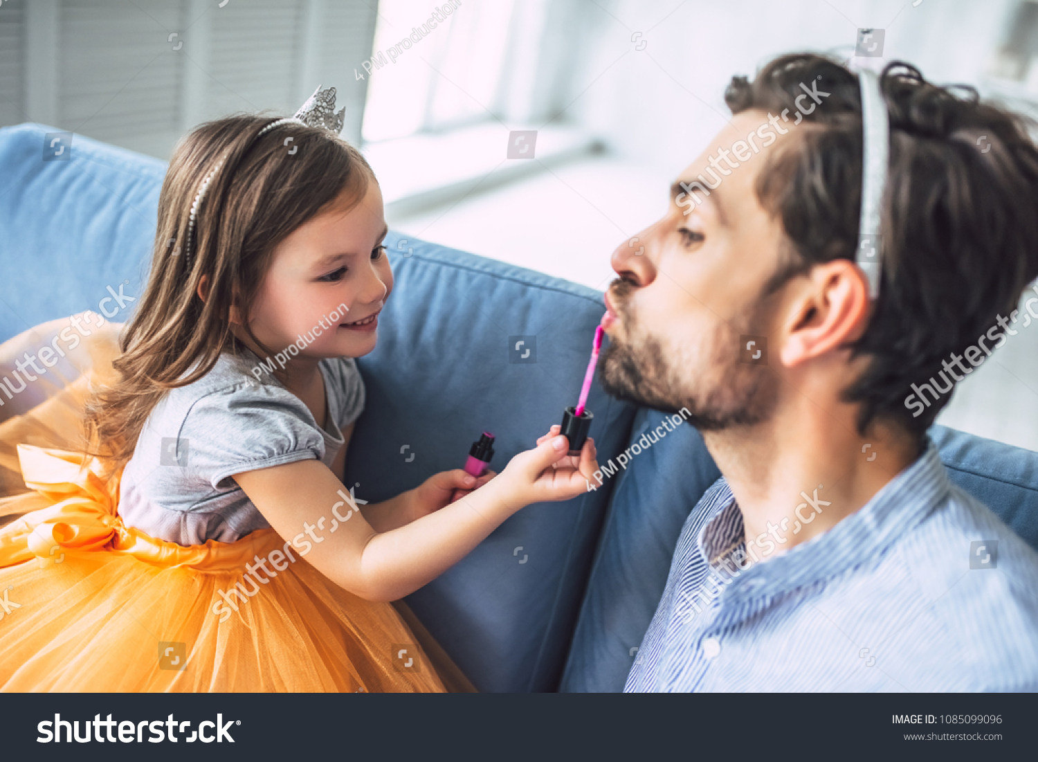 Consider, that Very young little girl loves daddy commit error