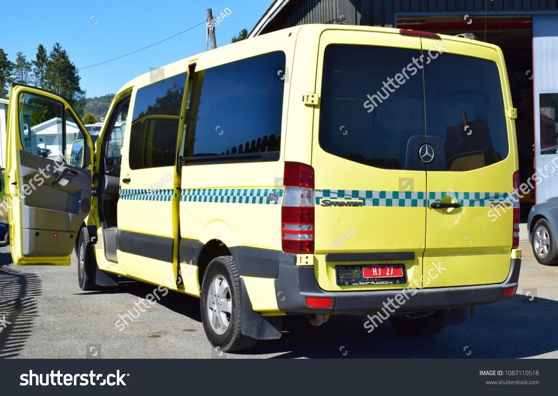 2228a9d1621474 Mercedes Sprinter 319 CDI - Yellow ambulance vehicle facade - Kongsvinger