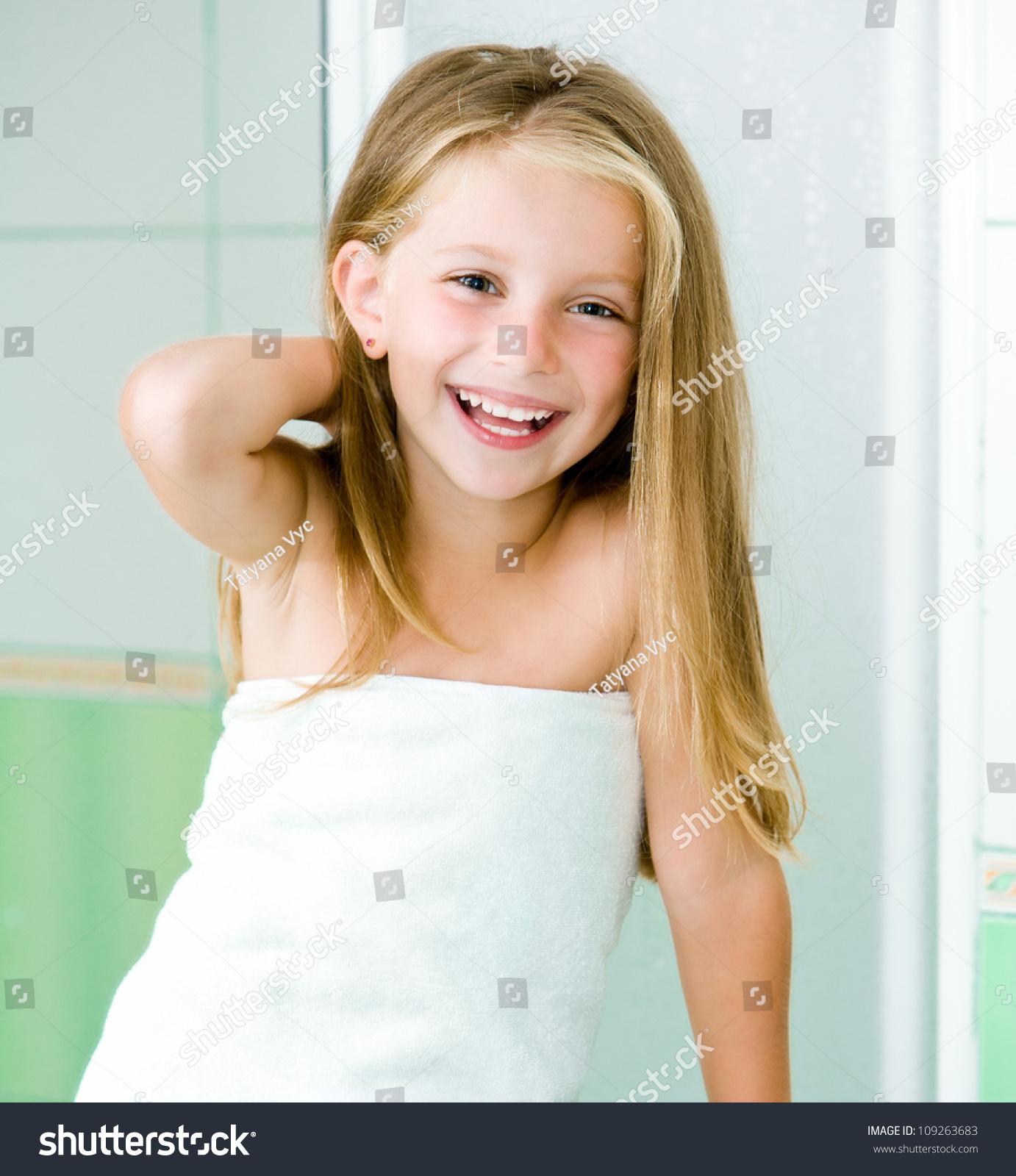 Смотреть бесплатно девочка в ванной 16 фотография