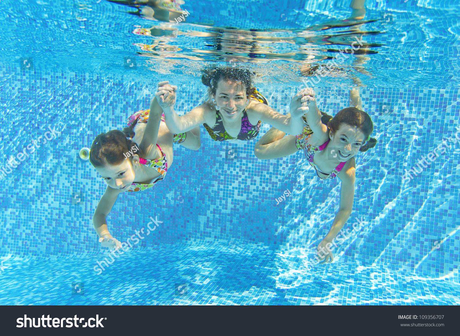 Happy smiling family underwater in swimming pool mother for Family swimming pool