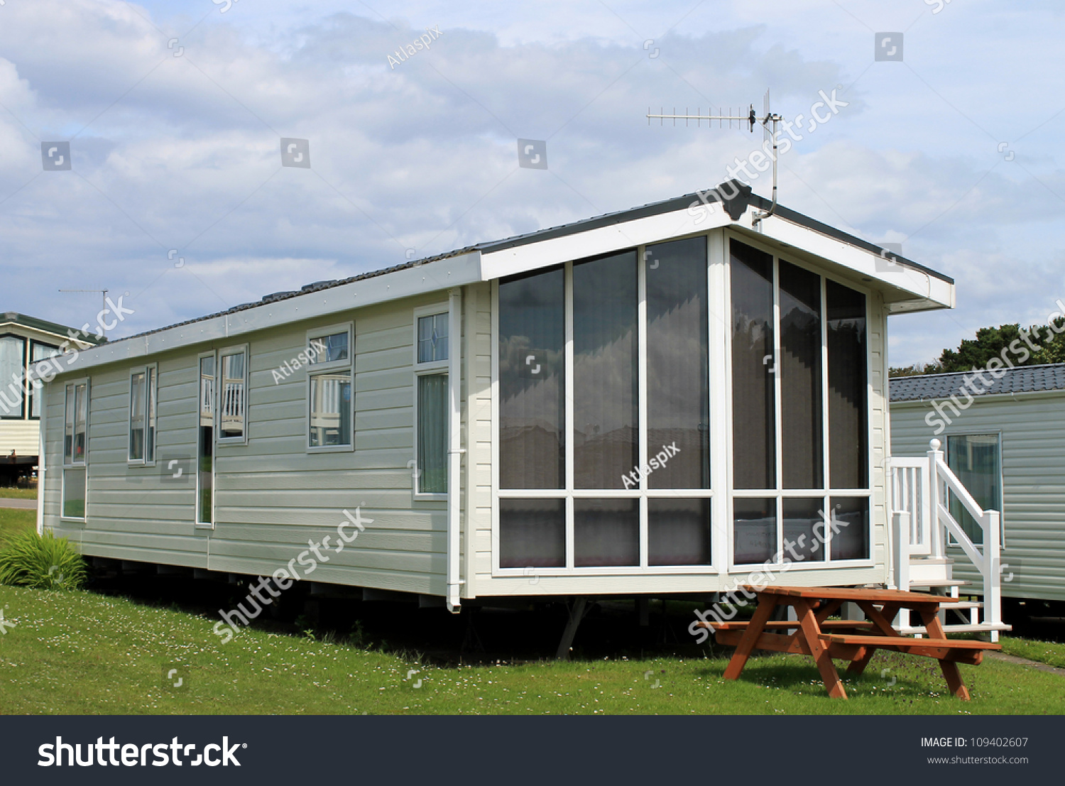 xterior Modern aravan railer Mobile Home Stock Photo 109402607 ... - ^
