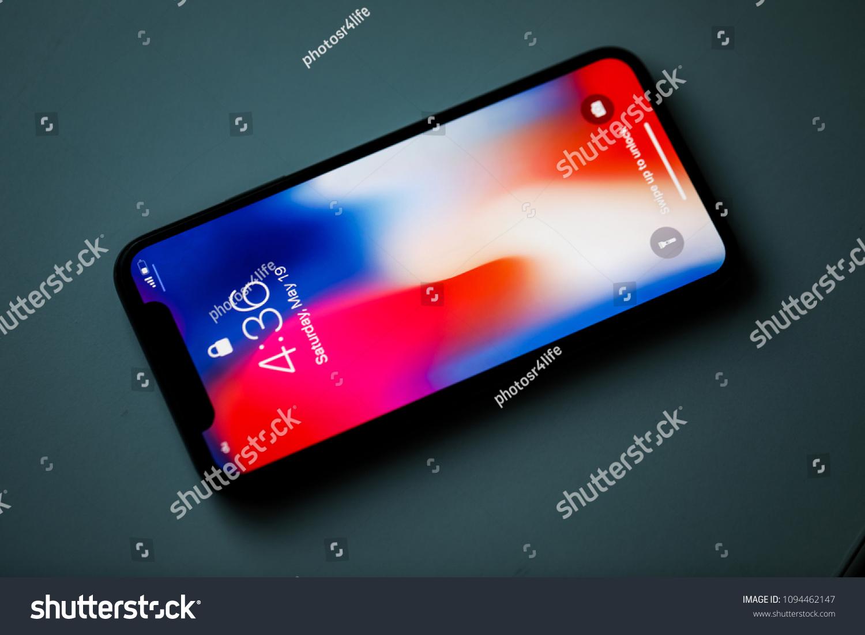 Dubai Uae May 19 2018 Apple Stock Photo Edit Now 1094462147