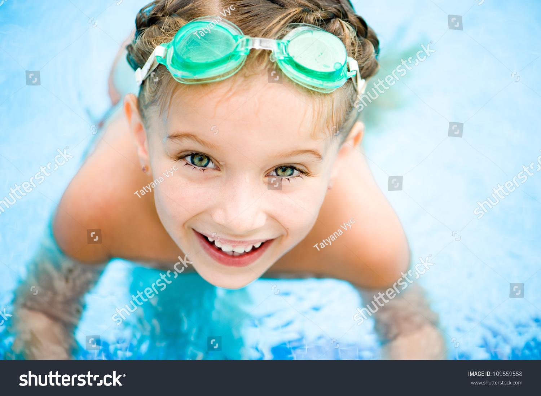 lil girl swimming naked