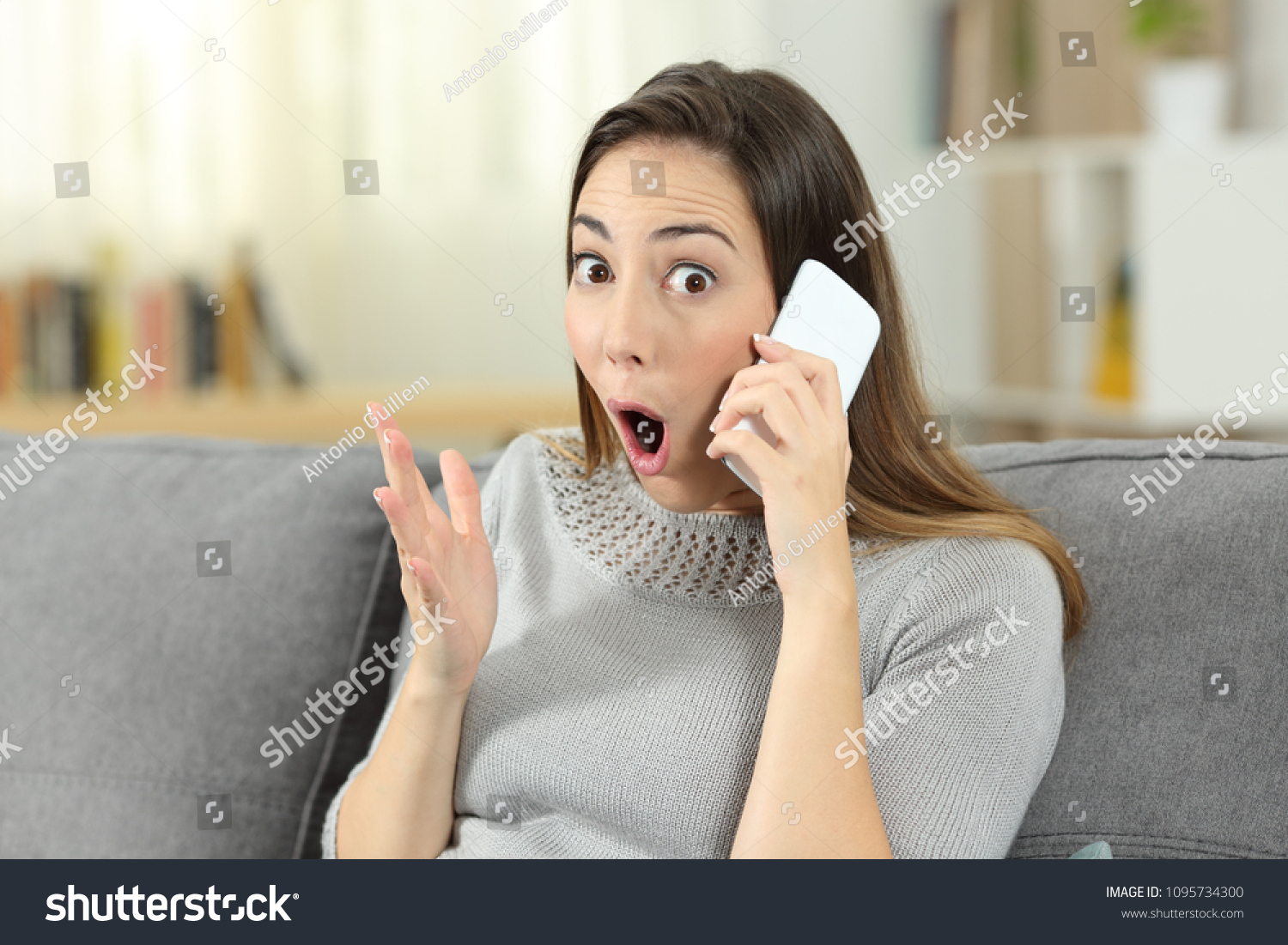 stock-photo-amazed-woman-on-the-phone-lo