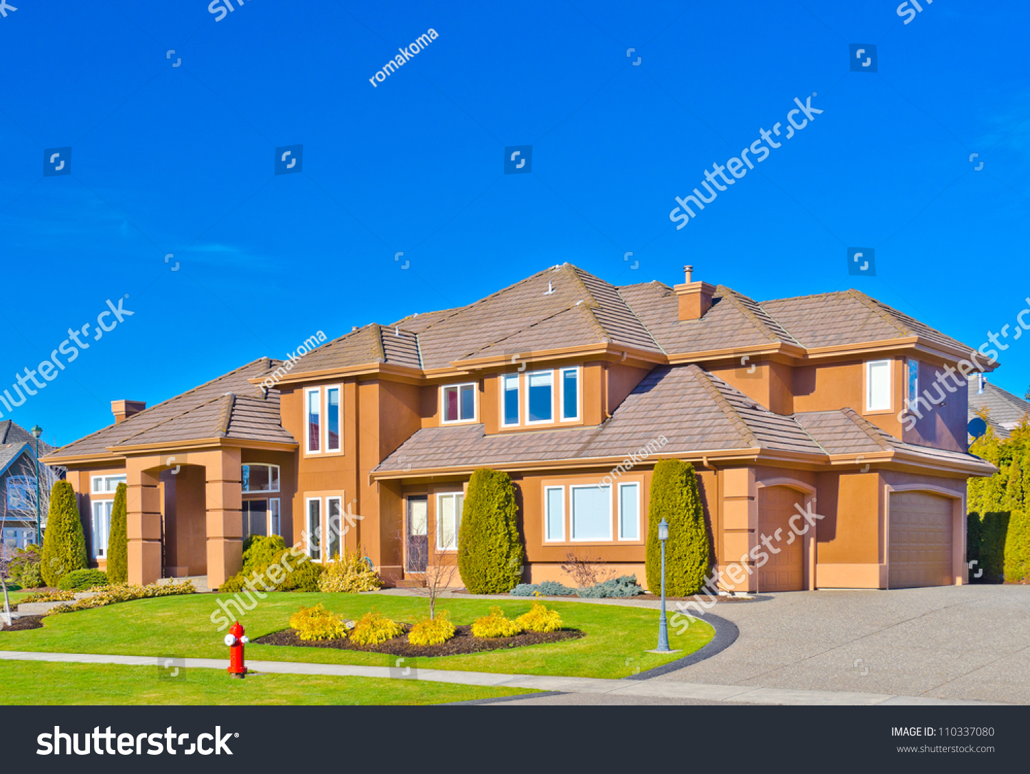 Custom Built Big Luxury House Triple Stock Photo 110337080 Shutterstock
