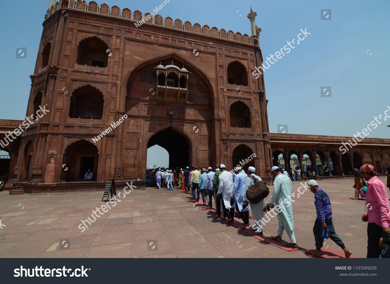 Delhi India May 25 Th 2018 Men Leaving Jama Masjid Stock Photo Edit