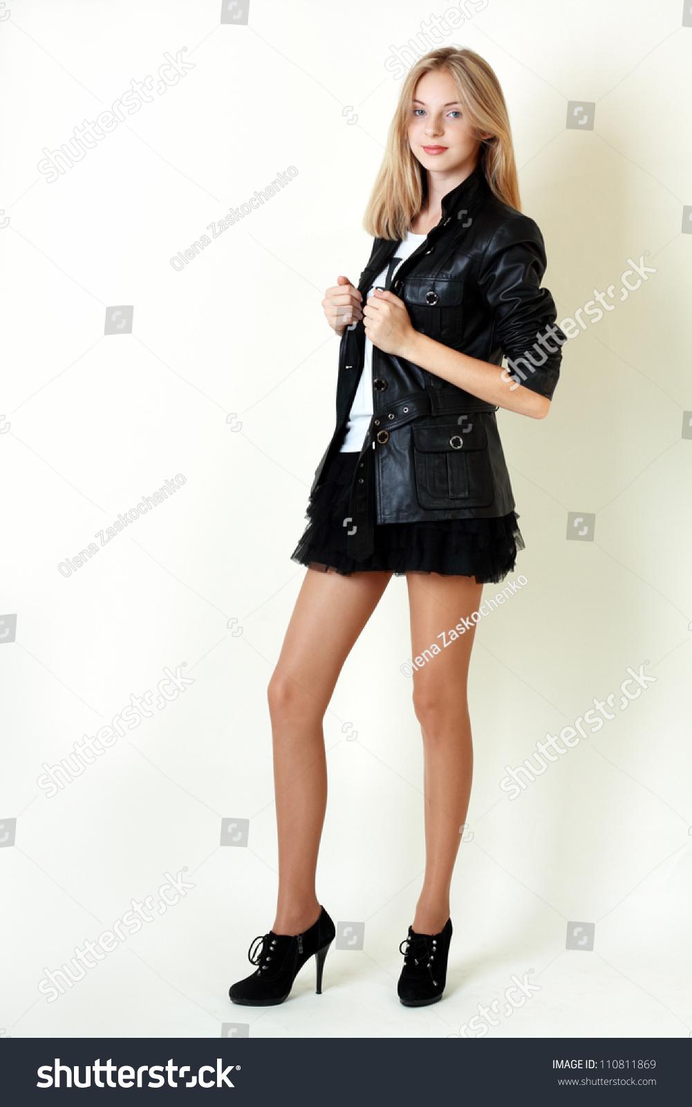 Portrait Trendy Teen Girl Miniskirt Leather Lagerfoto -2991