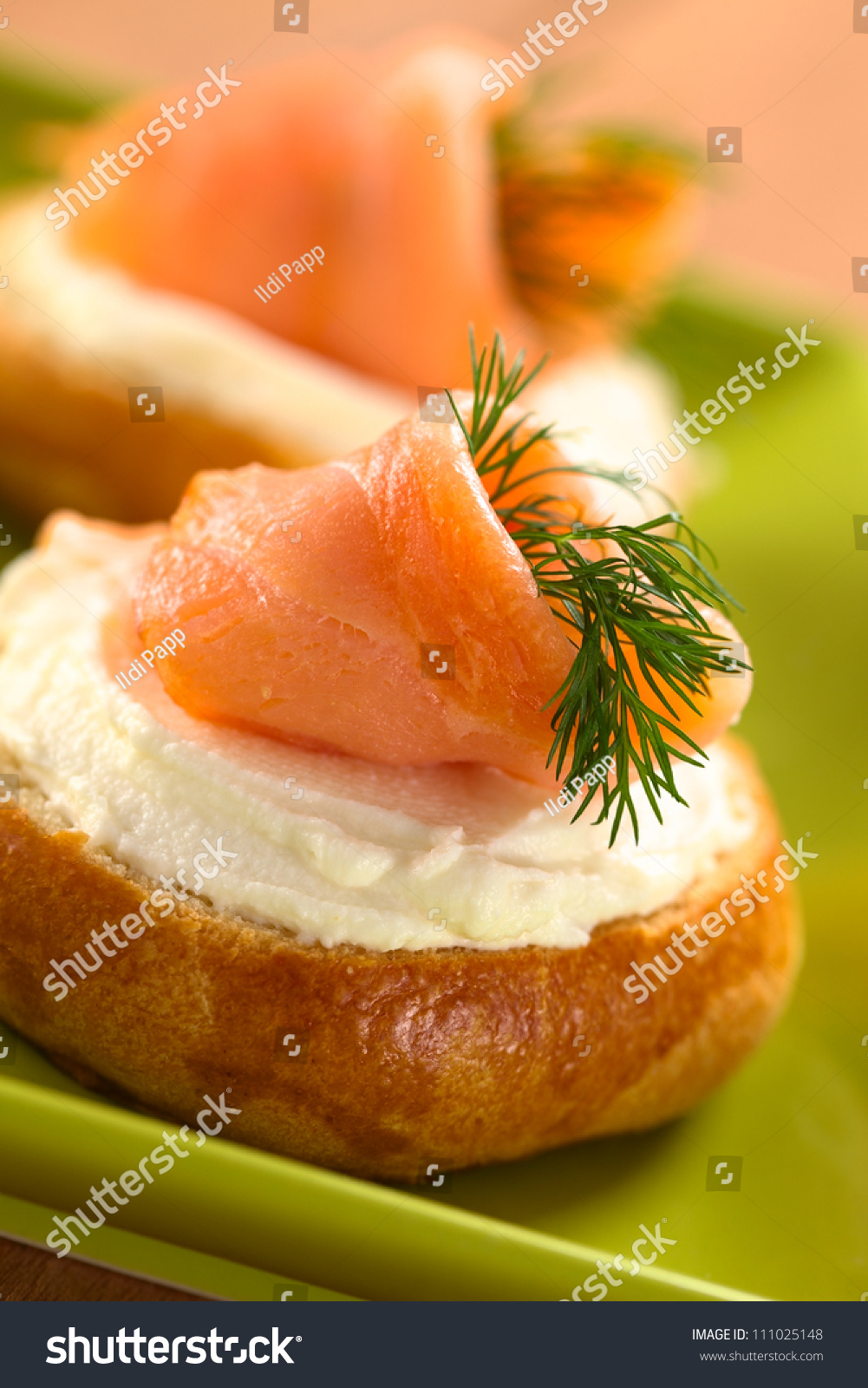 Smoked salmon and cream cheese canapes garnished with dill for Smoked salmon cream cheese canape