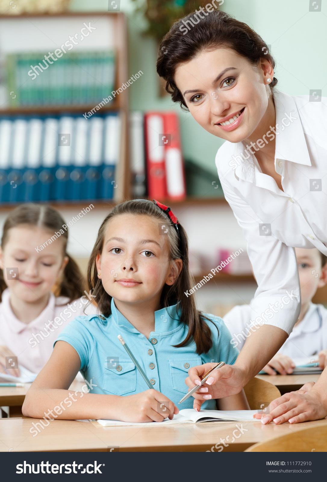 Учител с ученицами 23 фотография