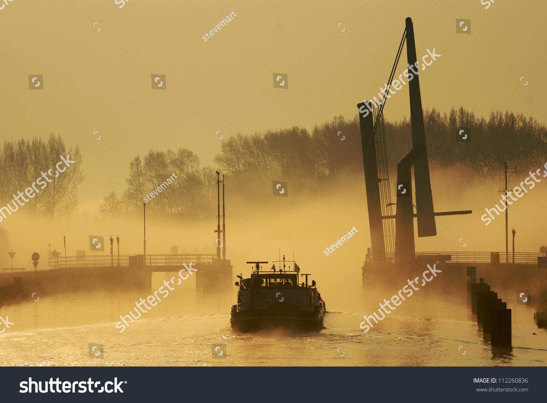 stock-photo-misty-morning-on-dutch-canal