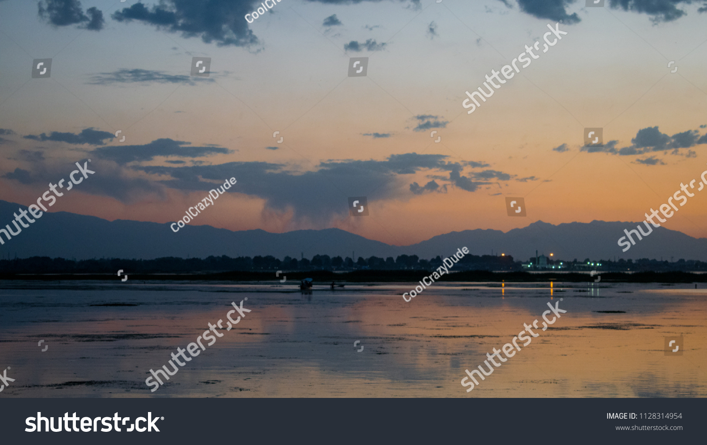 Veiw Dal Lake Dusk Wallpaper Stock Photo Edit Now 1128314954