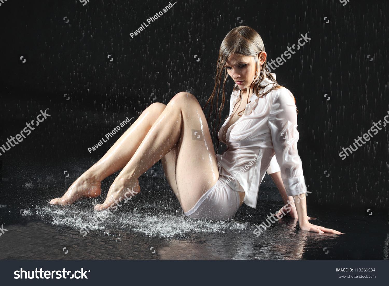 жизни, одежда промокла и стала просвечиваться девушки голые