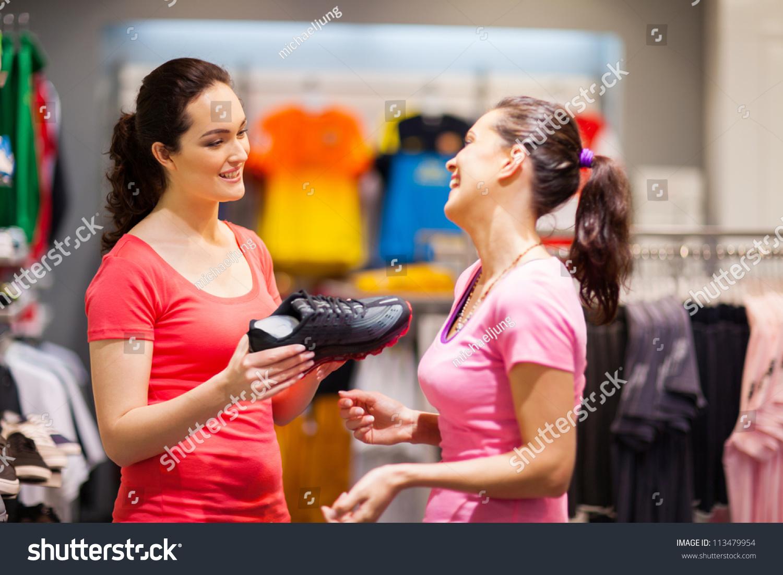 Посмотреть бесплатно продавщица обувного магазина целует клиенткам ноги 24 фотография