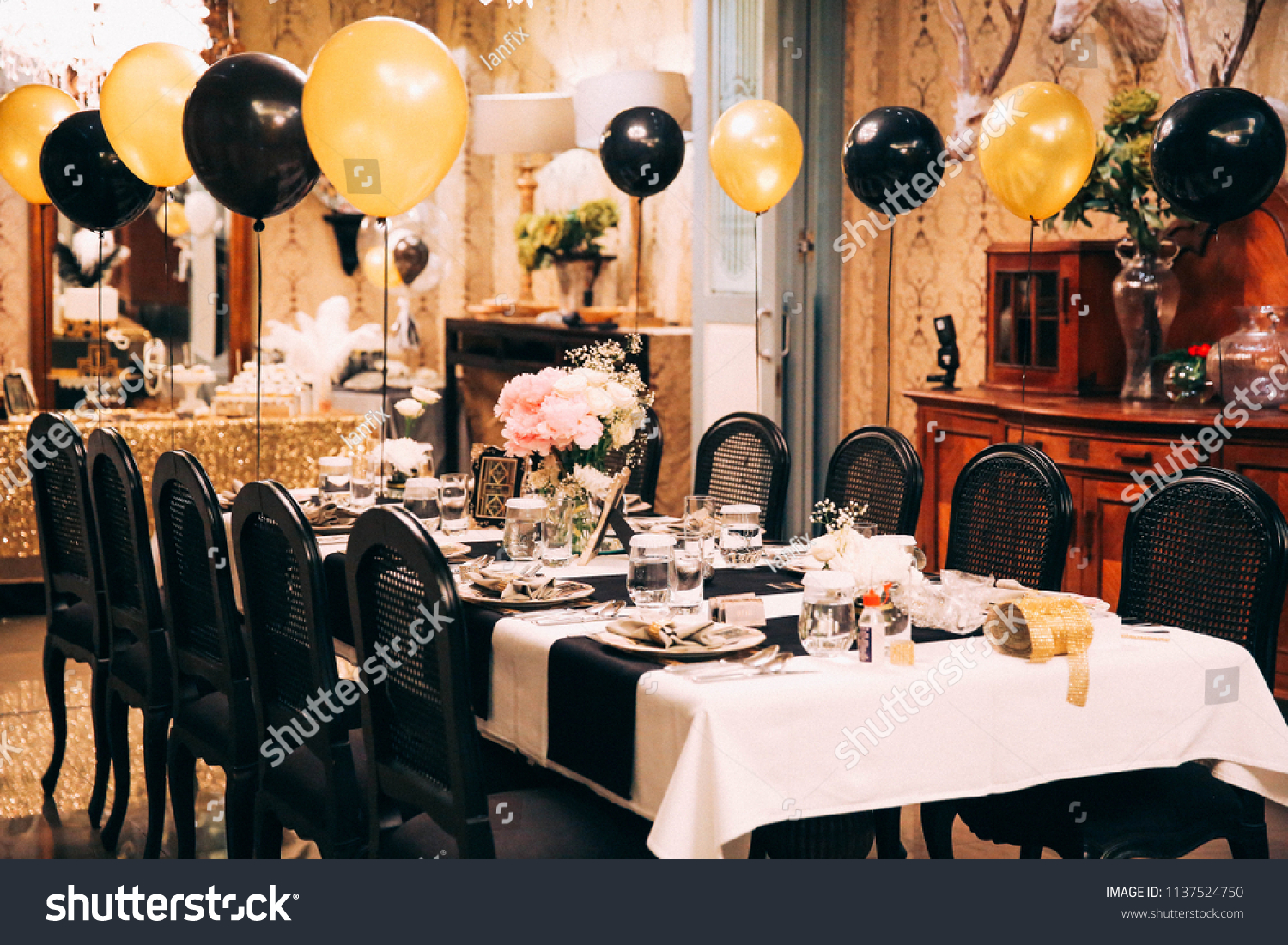 Elegant Decorations Of Small Birthday Party At Home