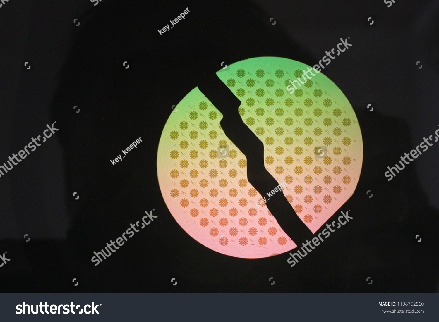 Semiconductor Structures Silicon On Sapphire Broken Stock Photo Integrated Circuits Crystals The Of Are In Half And Illuminated By Polarized Source