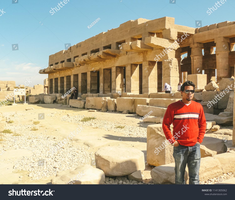 Model Hooker in Luxor