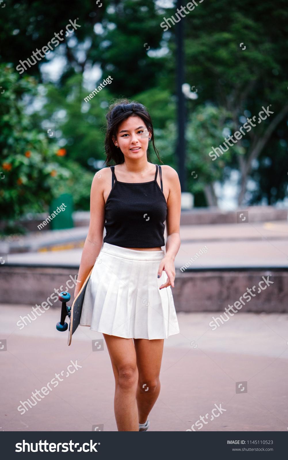 zu-junge-asiatische-maedchen-fick-latina-frau