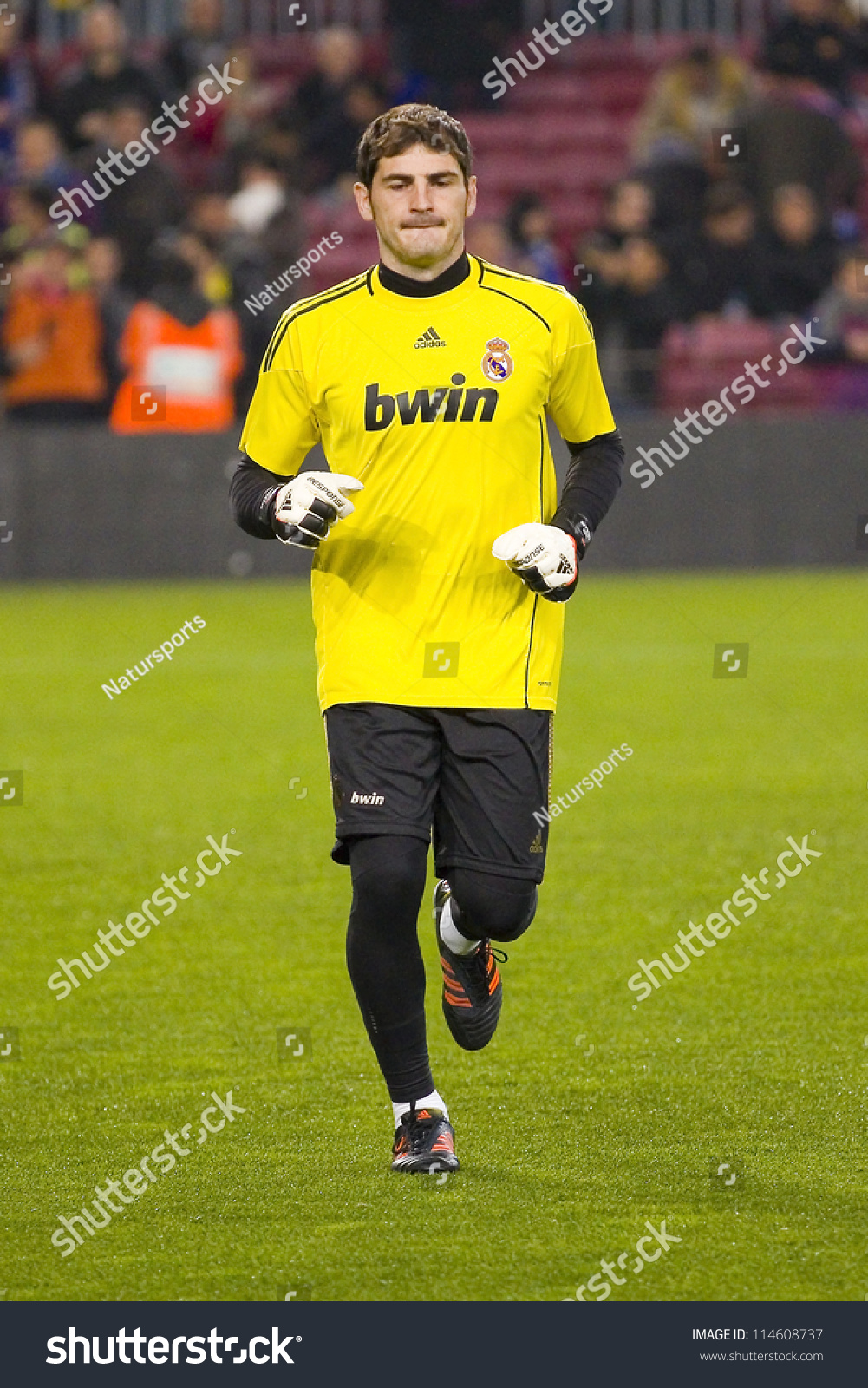 9fd9efac2 BARCELONA - JANUARY 25  Iker Casillas warm-up before the Spanish Cup match  between FC Barcelona and Real Madrid