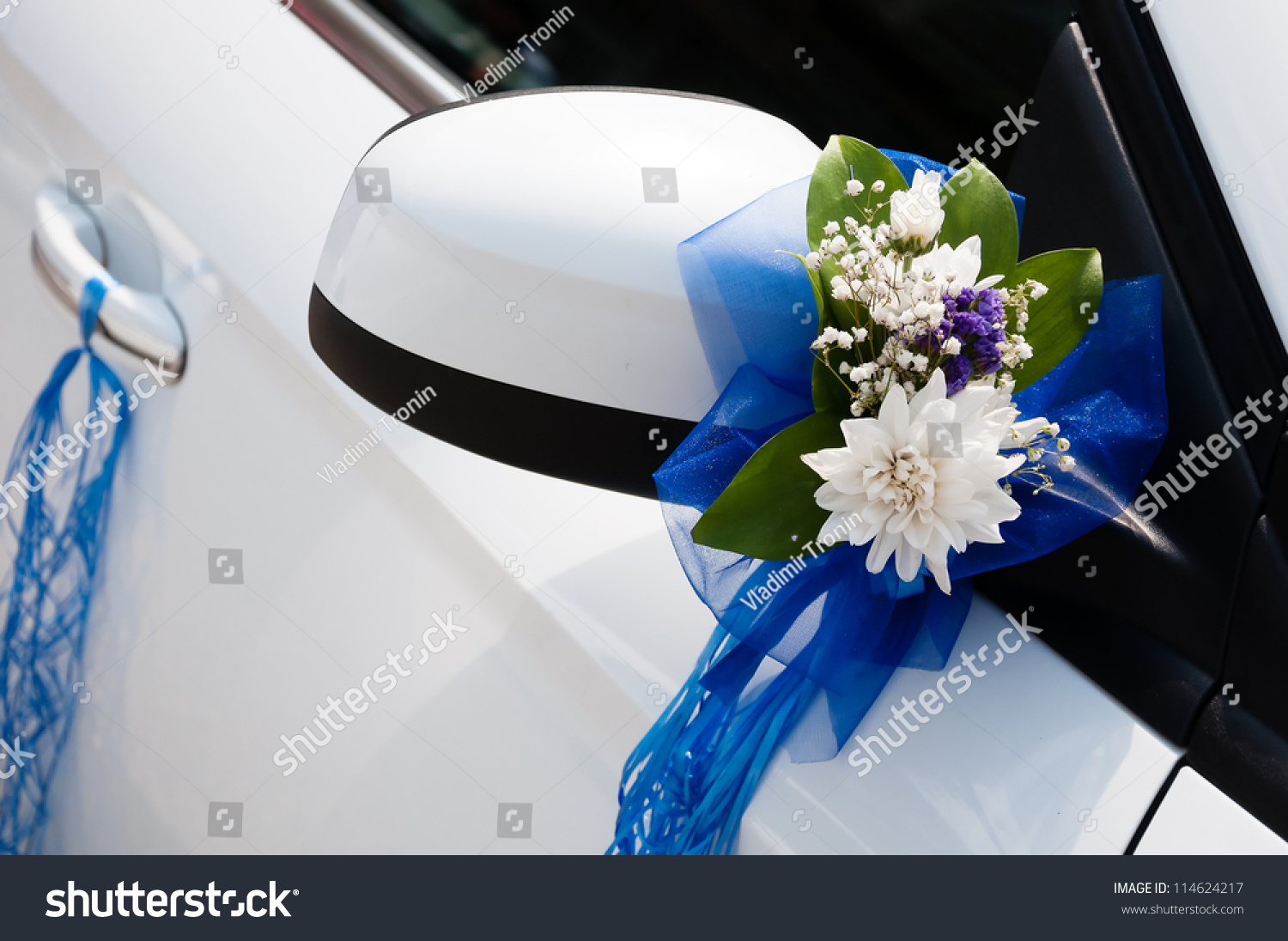 Wedding Car Decorate Wedding Car Decoration Flowers Ribbons Stock Photo 114624217