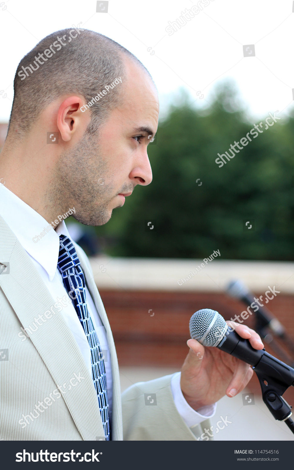 how to hold a microphone for public speaking