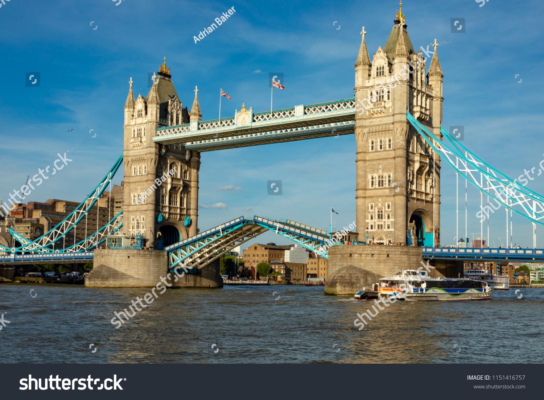 London England August 04 2018 The World Famous Tower Bridge Across River Thames