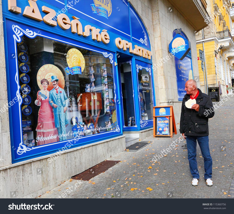 Marianske Lazne Czech Republic  city photos : MARIANSKE LAZNE, CZECH REPUBLIC OCTOBER 10: Unidentified tourist ...