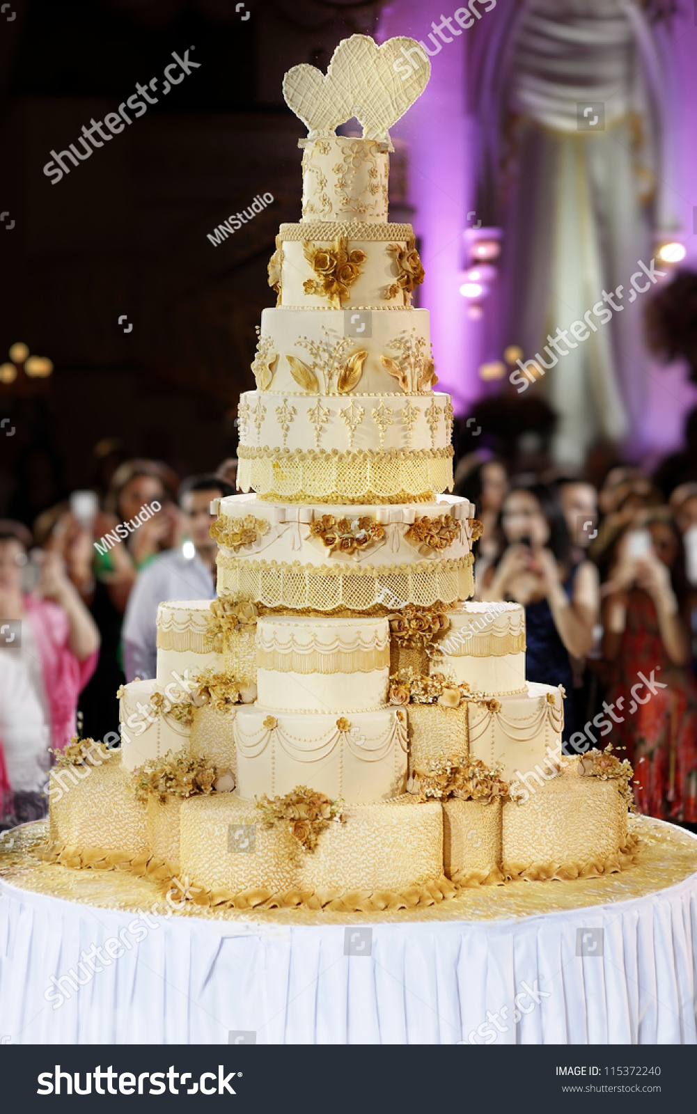 worlds largest wedding cake wedding cake stock photo 115372240 27634