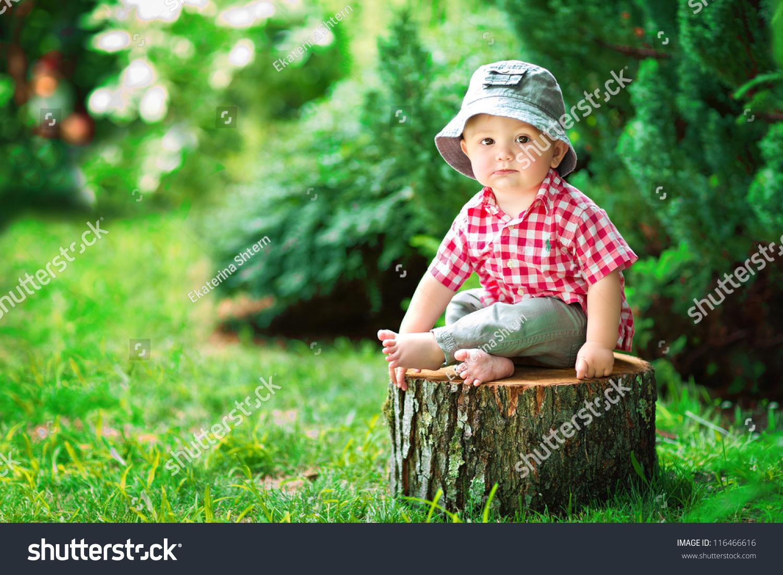 Фото маленького хлопчикав бібліотеці 5 фотография