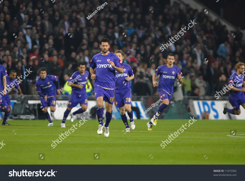 Players Fiorentina Line Eufa Cup Quarter Transportation Stock Image 11672902