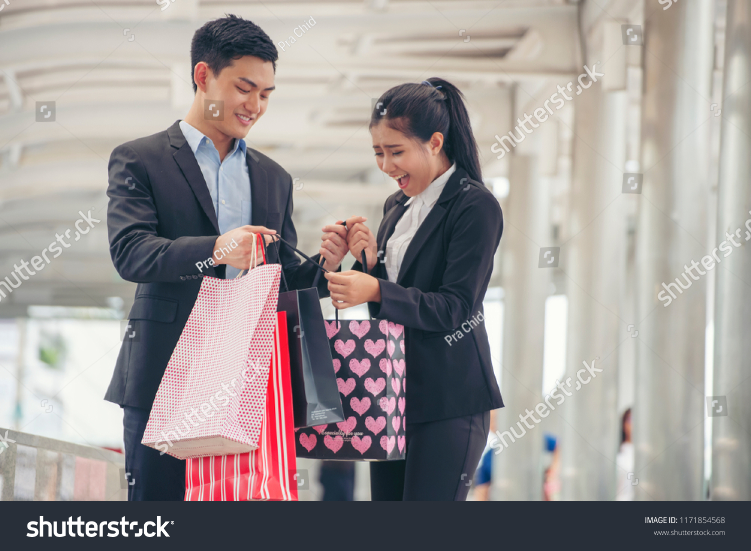 37afbd8351 Shopaholic and lifestyle concept.Asian shopaholic woman shopping at  department store,Happy Couple of.