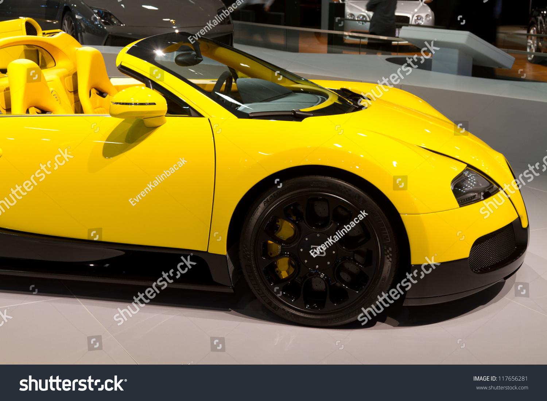 istanbul november 03 bugatti veyron super sport eb 16 4 at istanbul auto sho. Black Bedroom Furniture Sets. Home Design Ideas