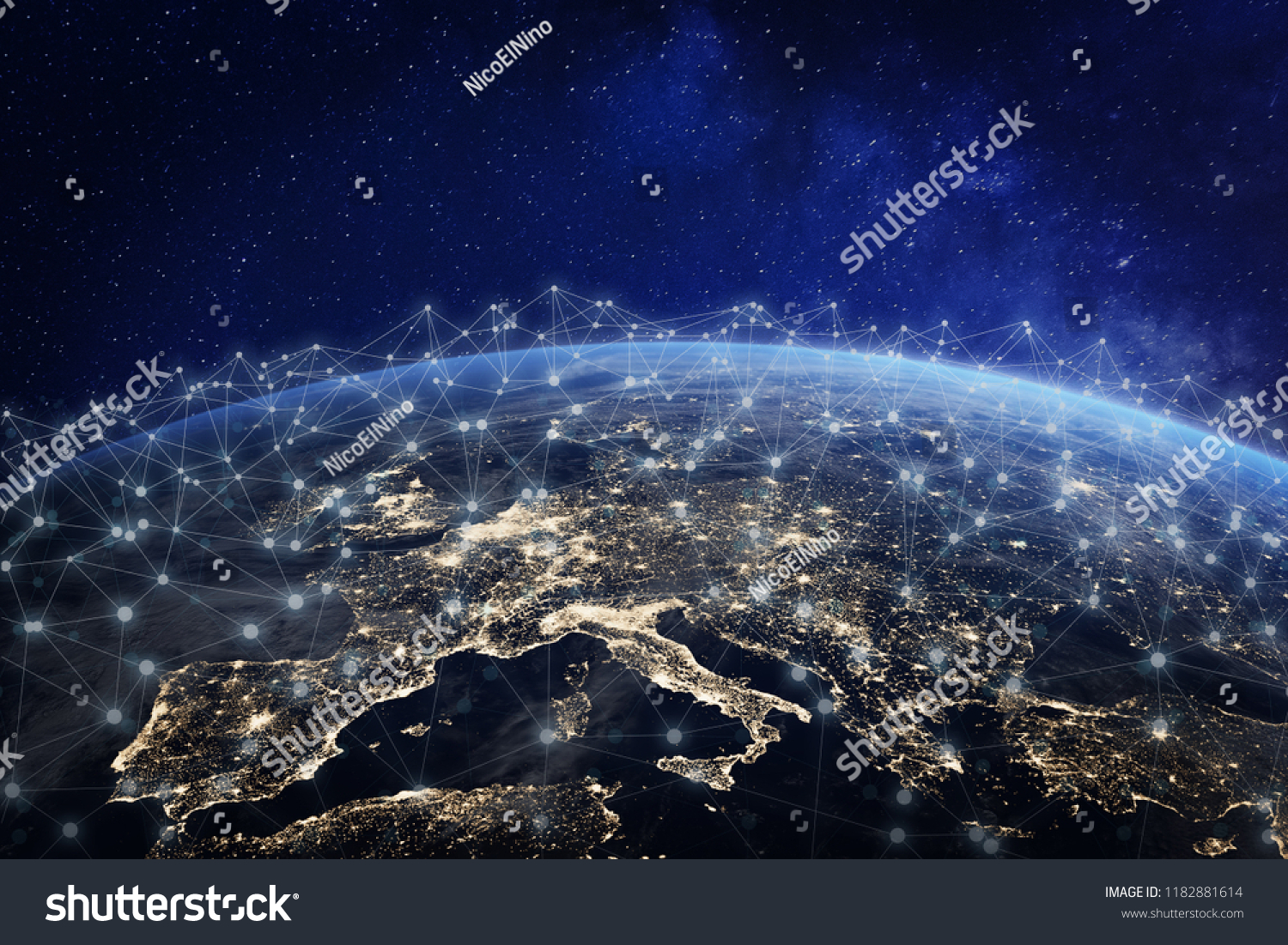 Réseau européen de télécommunications connecté à travers l'Europe, la France, l'Allemagne, le Royaume-Uni, l'Italie, concept d'internet et la technologie de communication mondiale pour la finance, blockchain ou IoT, éléments de la NASA #1182881614