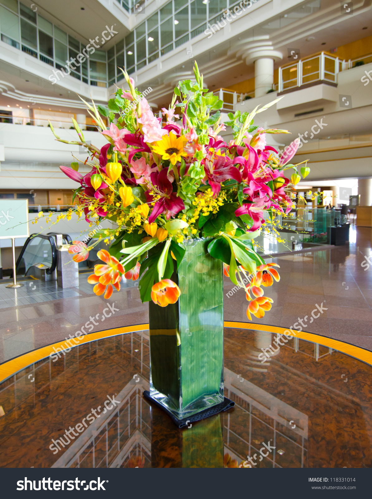 Bouquet flowers vase on table lobby stock photo 118331014 for Bouquet hotel