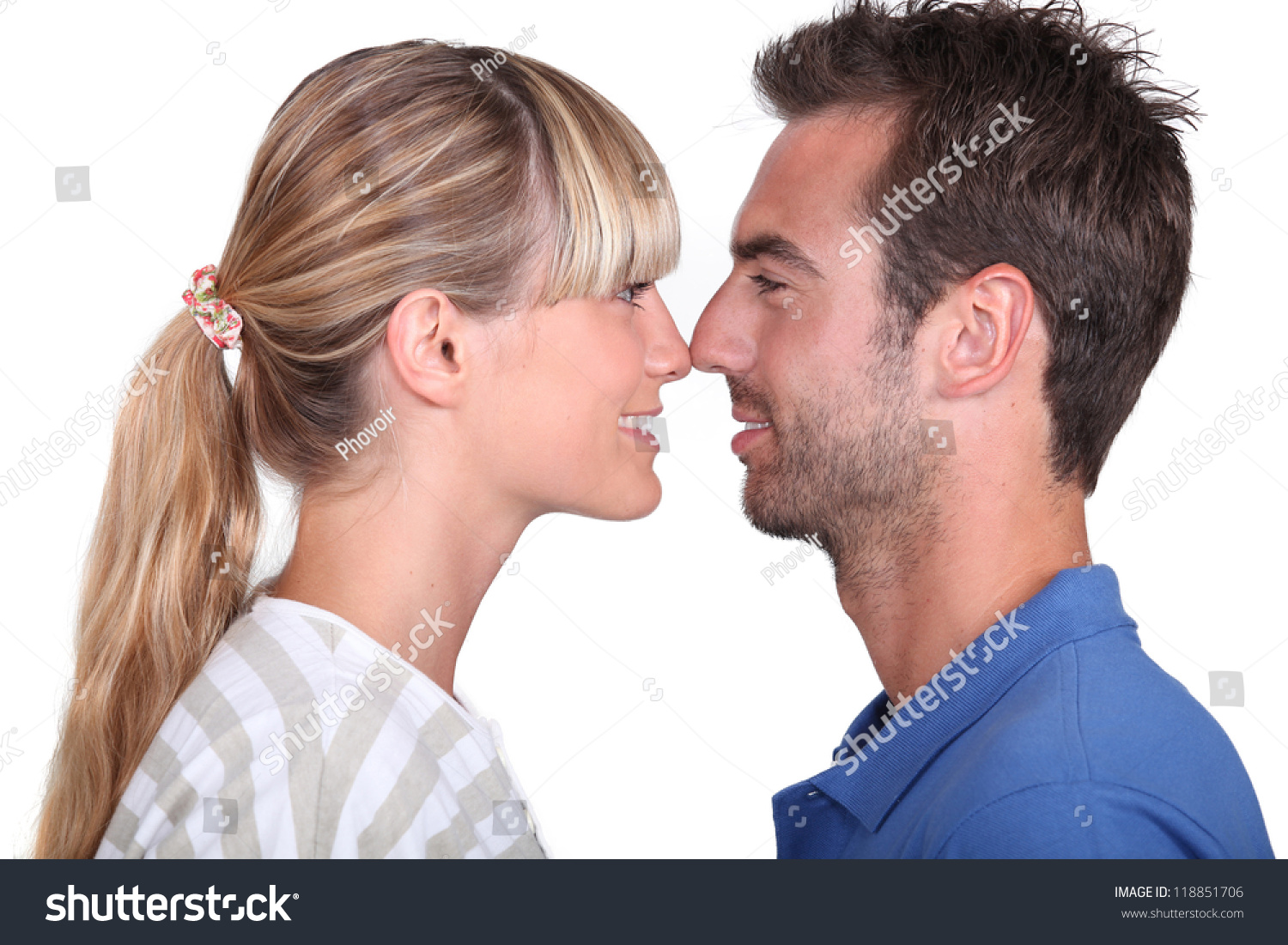 El muñeco no engaña - (Ley del muñeco) Stock-photo-couple-rubbing-noses-118851706