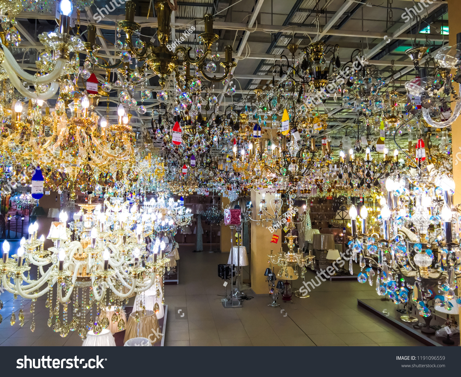 Vintage industrial lighting fixtures with retro filament bulbs electric bulbs showroom crystal chandeliers period lighting ceiling lights home and flat