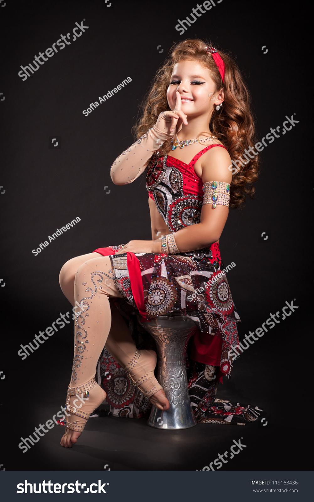 Oriental girl from den haag sucks in car - 4 9