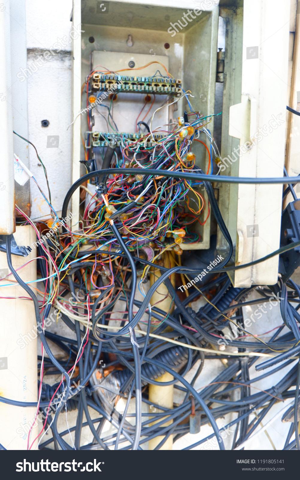 No Messy Wiring Experience Of Diagram Closet On Desk U2022 Rh Aglentedeaumento Com Br